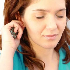 Опухла мочка уха – причины, фото и что делать?