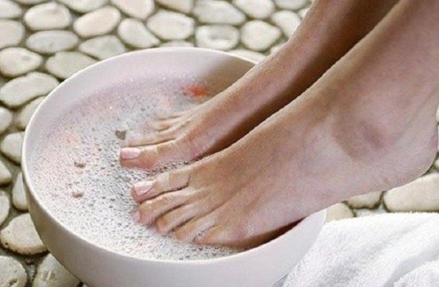 Жидкость Бережнова от грибка ногтей на ногах: применение, состав, отзывы