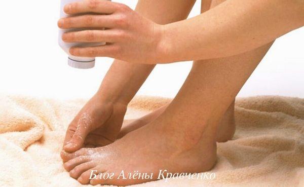 Как избавиться от запаха ног и потливости в домашних условиях: причины и лечение