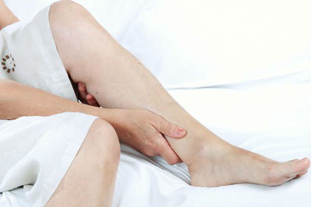 Сводит икры ног по ночам/утрам: причины, лечение, профилактика судорог