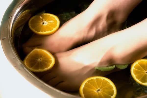Ноги потеют и мерзнут одновременно: причины, что делать