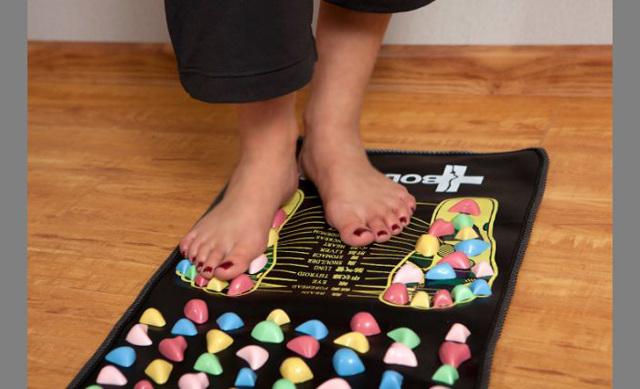 Ортопедический коврик-пазл для детей от плоскостопия: виды, как выбрать, изготовить своими руками