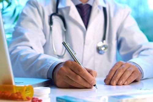Геморрой у мужчин - как проявляется, первые признаки, симптомы внутреннего геморроя