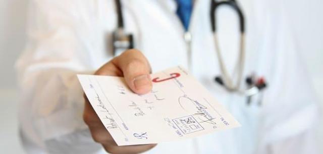Почему рвёт желчью: причины, диагностика, лечение