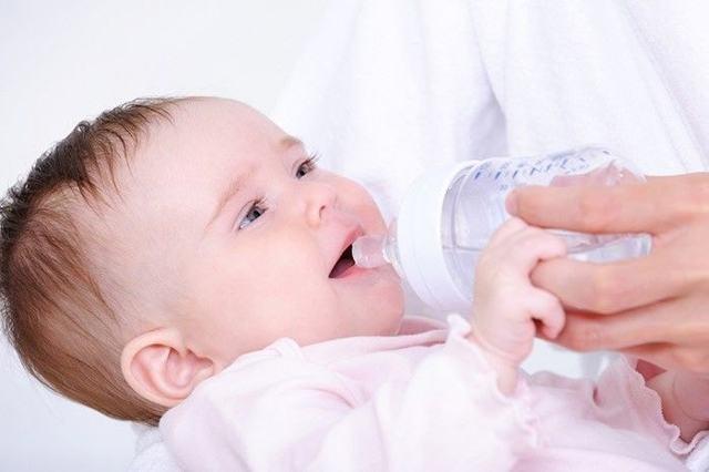 Запор у новорожденного при грудном вскармливании - причины и лечение